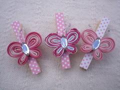 Tudo em rosa fica lindo... (SabordeFelicidade) Tags: jardim borboletas prendedores portarecados grampos festainfantil lembrancinha pregadores