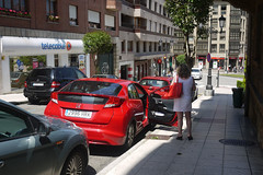 20-06-2016 071 (Jusotil_1943) Tags: 20062016 urban coches autos red redcars telecable bolso