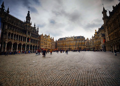 Cloudy Day at the Grand Place in Brussels (` Toshio ') Tags: toshio brussels belgium museum guildhouses europe european europeanunion cobblestone architecture building square fujie2 xe2