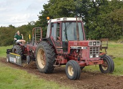 Tractor Pulling with an International 956XL (chucklebuster) Tags: ih international harvester 956xl tractor pulling