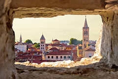 (Voyages Lambert) Tags: mediterraneancountries travel buildingexterior beautyinnature landscaped adriaticsea coastline marina stonematerial scenics waterfront history journey idyllic blue ancient old architecture urbanscene panoramic aerialview croatia europe summer peninsula bayofwater landscape sky sea window church tower builtstructure harbor urbanskyline cityscape town cityofzadar