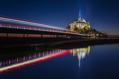 Mont Saint Michel (Ral Podadera Sanz) Tags: longexposure montsaintmichel arquitectura arquitecturaurbana bluehour blue light bridge ocean sea seascape normandia bretaa france francia travel raulpodadera luces estelas