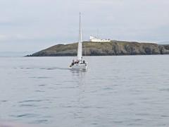 4091 Yacht Menai lll in front of Point Lynas (Andy panomaniacanonymous) Tags: 20160907 cruise ggg goleudytrwynybalog headland hhh lighthouse lll menailll mmm pointlynas ppp roundtrip sailing sss trwyneilian yacht ynysmon yyy