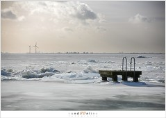 Kuiend ijs (5D043613) (nandOOnline) Tags: winter berg nederland natuur vuurtoren marken landschap noordholland ijselmeer ijs vorst markermeer vriezen ijsschotsen kruiendijs dooien paardvanmarken