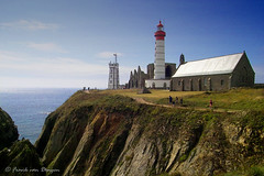 Abbacy and lighthouse of Pointe Saint-Mathieu (mrtungsten62-ON/OFF) Tags: sea people lighthouse france ruins brittany europe bretagne atlanticocean sigmasd9 abbacy mrtungsten62 frankvandongen