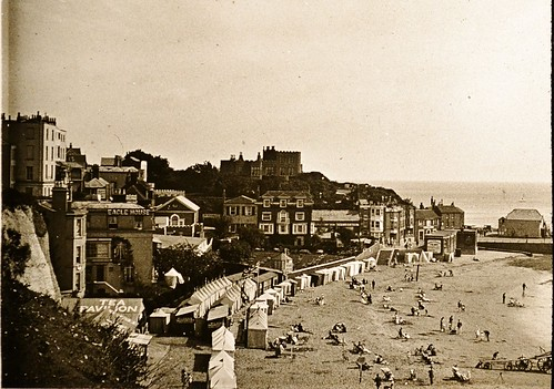 Broadstairs Beach & Bleak House c1910 L