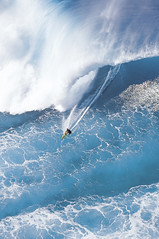 27 (LOSTWEEKENDNYC) Tags: mr helicopter overview bigwavesurfing bigwave greenenergy greenpower stormsurf cleanenergy modelreleased seandavey tonyray hawaiiansurf surfnorthshore surfbigwave danergoussurf
