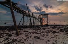 Last light (azirull amin aripin) Tags: sunset seascape colour beach tokina malaysia johor punggor d90 tokina1116 pantaipunggor
