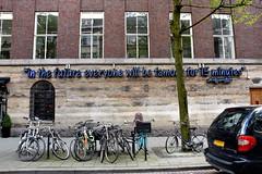 'Fifteen Minutes of Fame' - Witte de Withstraat Rotterdam (FaceMePLS) Tags: rotterdam nederland thenetherlands facemepls nikond5500 straatkunst streetart kunst muurkunst muurtafereel tafereel quote oneliner soundbite neon