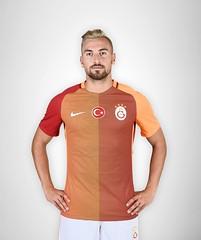 Sinan Gm (l3o_) Tags: galatasaray sar krmz red yellow forma jersey football futbol sinan gm