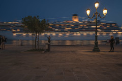 Venezia #10 (Chris Bonnie) Tags: flickr fluidr flickriver a7rii a7r2 mirrorless carlzeiss explore venice venezia longexposure nightshot nightphotography dusk europe italy lowlight artificiallight existinglight nightscene nightscape