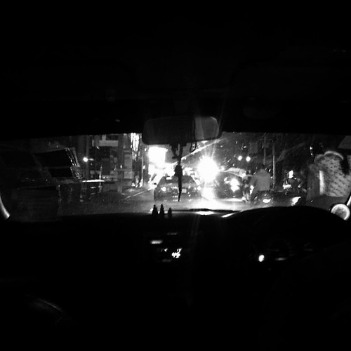 Back to Bangkok, embracing the culture and the city and of course the traffic! #viewfromthewindshield #monochrome #blackandwhite #project365 #documentaryphotography #thailand