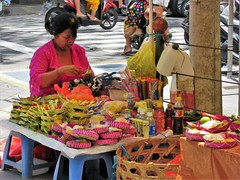 Taman Puputan (SqueakyMarmot) Tags: travel asia indonesia bali denpasar tamanpuputan centralsquare vendors hawkers