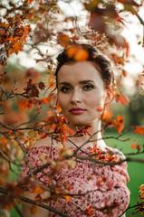 DSC_3941 (Altvod) Tags: portrait girl    nature  botanicalgarden  maple people