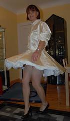Sissy maid dancing (Marie-Christine.TV) Tags: stockings beauty lady dress feminine cd femme tgirl wig sissy transvestite frau maid crossdresser frenchmaid feminin schn suspender mariechristine sissymaid strmpfe tgurl partykleid femmeside