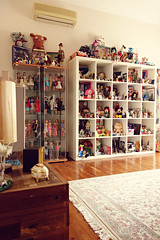 toy haven (girl enchanted) Tags: white ikea vintage toys starwars dolls bears disney shelf collection 80s totoro ghibli blythe barbies mattel collectibles timburton steiff dollies toyroom shortcake poochie starwberry expedit blythes dollyroom