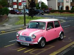 Pink Classic Mini (litl.qa09Yahoo) Tags: uk pink england white london mini busstop se18 plumsteadcommon kenjonbro fujihs10 g852eck