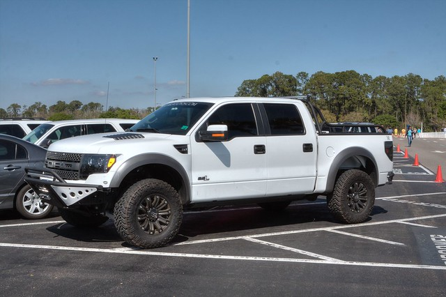 street white ford truck f150 raptor spotting svt supercrew