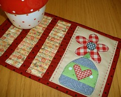 Red Flower Vase Mug Rug (The Patchsmith) Tags: flower pattern border gingham quilting vase scraps applique binding mugrug patchsmith
