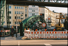 Wuppertal-Barmen: Werther Brcke during reconstruction (wwwuppertal) Tags: bridge film constructionarea germany deutschland baustelle nikonf100 nrw brcke wuppertal constructionsite bergischesland analogphotography nordrheinwestfalen schwebebahn barmen northrhinewestphalia analogefotografie analogphotograph wertherbrcke analoguephotography kodakektar100 suspensionmonorail tokinaatxproaf28702628 tokinaatx270afpro tokinaaf2870f2628