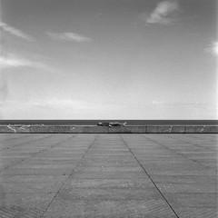 Siesta (Imanol 6x6) Tags: trix 400 kodak 120 6x6 500x500 film bw blackandwhite mediumformat mf nophotoshop rolleiflex trl f28 sansebastian donostia eh street landscape