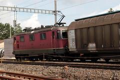 SBB Lokomotive Re 4/4 II 11319 ( Hersteller SLM Nr. 5182 - BBC MFO SAAS - Baujahr 1981 ) mit Nspresso - Zug am Bahnhof Mntschemier im Berner Seeland im Kanton Bern der Schweiz (chrchr_75) Tags: christoph hurni chriguhurni chriguhurnibluemailch chrchr chrchr75 august 2016 august2016 bahn eisenbahn schweizer bahnen zug train treno albumbahnenderschweiz2016712 albumbahnenderschweiz hurni160819 albumsbbre44iiiii lok lokomotive sbb cff ffs schweizerische bundesbahn bundesbahnen re44 re 44