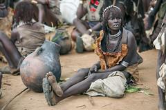 Mujer de la tribu Hamer en el mercado de Dimeka (Sur de Etiopa), 2010. (Luis Miguel Surez del Ro) Tags: dimeka etiopa hamer mercado tribu