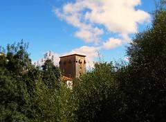 Nubes sobre Covarrubias (nora4santamaria) Tags: nubes paisajes torres fortalezas castilla covarrubias burgos nwn 7dwf