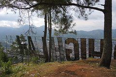 2016-09-20_03-29-41 (yudistiraalfaruq) Tags: aceh indonesia montagnes pancarte sumatra takengon