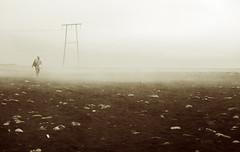 I amb la boira, la solitud (I). Y con la niebla, la soledad. With the fog, loneliness (ibethmuttis) Tags: east iceland fog jokulsarlon loneliness beach
