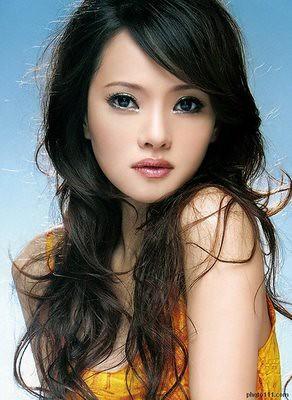 Annie Yi  伊能靜;  Yī Néngjìng; See video her video below