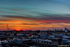 Sunset over Roermond (LPMeulenberg) Tags: sunset red sky sun cold holland boat colours harbour thenetherlands nights roermond limburg 1001