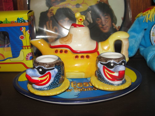 Yellow Submarine tea set