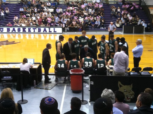 Wash U hoops huddle