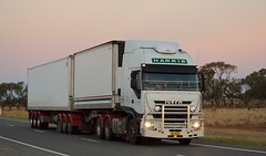Harris (quarterdeck888) Tags: nikon flickr transport frosty lorry trucks express kenworth tractortrailer semitrailer bigrig movingpictures tippers haulage quarterdeck heavyvehicles roadtransport bdouble tautliner newellhwy truckies highwaytrucks australiantrucks d5100 jerilderietruckphotos jerilderietrucks