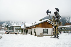 120 (Fearless Photoworks) Tags: winter friends vacation snow statue hotel washington january motel armor knight weekendtrip leavenworth bavarian bavarianvillage derritterhof derritterhofmotorinn
