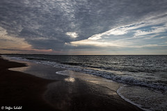 Cloud hole / Wolkendurchbruch (Steffen Schobel) Tags: sunset sonnenuntergang beach strand clouds wolken reflektion reflection sunrays sonnenstrahlen meer sea shoreline seascape vrouwenpolder goldcollection