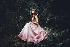 (Bernardo Guzman Roa) Tags: bosque cuento princesa vestido modelo t2i 550d tamrom 1750 sendero
