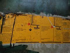 Afladen (drager meurtant) Tags: streetphoto huisterheide portacabin instructions temporary housing historic