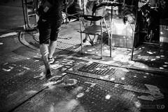 Scattered Shop Lights (Taomeister) Tags: nikkor5012ais hongkong templestreet yaumatei fujifilmneopan400 nikonfm3a