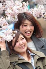 Happy Hanami Girls (Toni Kaarttinen) Tags: japan  japonia    jap japonsko jaapan  japani japon xapn    japn jepang an tseapin giappone  japna japonija  japo  japonska japn hapon  japonya nht bn tokyo tokio japanese sakura hanami hanami2016 cherry cherries flower blossom cherryblossom cheeryblossoms cherryblossoms cheryblossom cherryflower celebration spring happiness skyscraper girl girls woman women friends