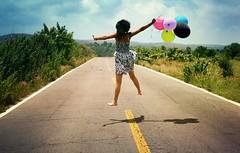 (Beth Nieves ,) Tags: she road portrait nature balloons happy fly jump rboles magic ballon go dream free paisaje running run cielo felicidad globos aire ontheroad blackhair letsgo hapiness adayinthelife lovelyday flyaway airballoon freeasabird saltar caretera girlportrait letsgoforawalk flyawayfromhere globosdecolores puebladelosngeles atlixcopuebla undaenlavida bestfriendportrait atlixcopueblamxico girlandballons