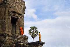 (Arun Titan) Tags: travel india canon photography photo cambodia flickr village photos availablelight ambientlight naturallight monk angkorwat 7d arun ambientli