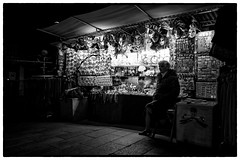 Nocturne - Venise (Herv KERNEIS) Tags: voyage street blackandwhite bw woman shop night lights souvenirs store magasin mask noiretblanc femme nb rue venise nuit italie ville lumires masques trix400 chope vntie silverefexpro2 sonyrx100 voyagesaintlaurent