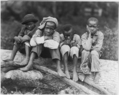 LC-USZ62-38197 AA Boys sitting 1927 (Children's Bureau Centennial) Tags: black boys mississippi children child negro africanamerican libraryofcongress africanamericanchildren