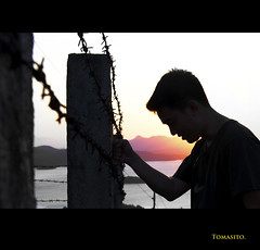 Pieces Of Freedom (Tomasito.!) Tags: boy portrait man nature silhouette island freedom wire nikon jail thorns drama d90