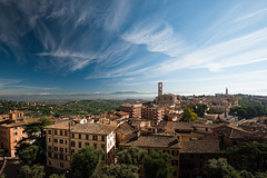 Perugia (Philipp Klinger Photography) Tags: old city italien blue trees houses windows light shadow red sky urban italy orange cloud white house mountain snow mountains tree green tower church window nature yellow architecture clouds landscape town haze nikon europa europe italia cityscape shadows angle horizon hill wide wideangle hills capitol filter hazy oldtown philipp perugia assisi umbria cpl d80