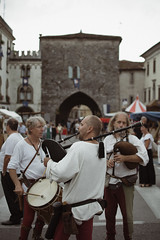 Traditions (Davide Bon) Tags: nikon d7100 35mm18 35mm vscofilm vsco tradition palio cividale medioevo cornamusa music musician street