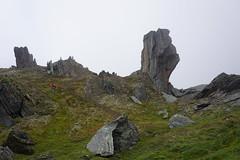 Krkevagge valley rock with human size reference (Madde Elg) Tags: krkevagge geargevaggi gearggevaggi lapland lappland abisko lktatjkka mountainvalley fjlldal rockformation stenformation rock sten mist dimma