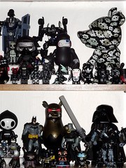 Display toys full black. Aout 2016. (AGUILA81) Tags: toys arttoy jouet figurine artoyz medicom qee bearbrick berbrick collection collectible color couleur black starwars darthvader darkvador batman kozik touma supakitch dunny kidrobot